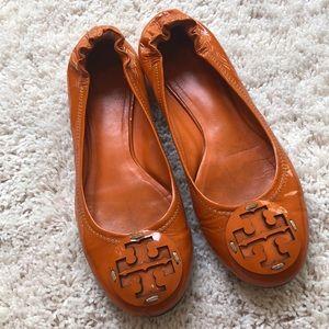 Tory Burch Reva Orange Patent Leather Flats Size 7